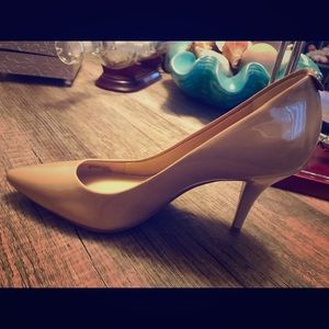 Brand new nude Micheal Kors pumps